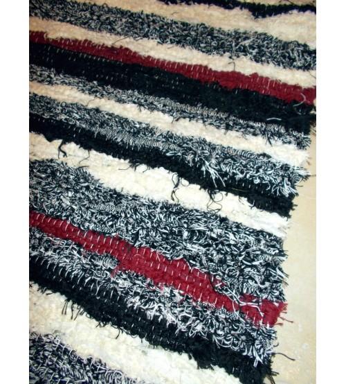 Bolyhos rongyszőnyeg fekete, fehér, bordó 75 x 150 cm